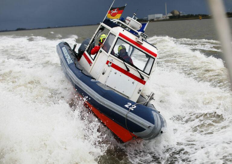 Ein Schlauchboot der Wasserschutzpolizei im Einsatz