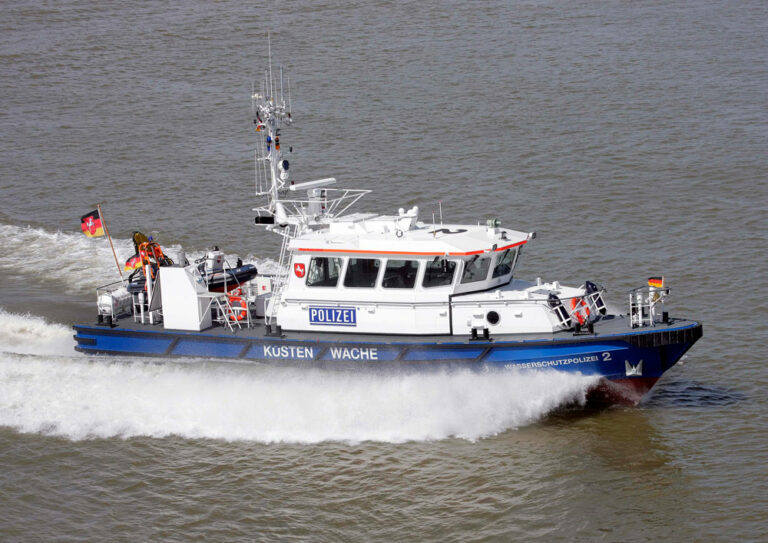 Ein kleines Küstenboot der Wasserschutzpolizei im Einsatz